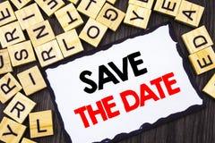 Wort, Schreiben, Text Abwehr das Datum Geschäftskonzept für die Hochzeitstag-Einladungs-Anzeige geschrieben auf Skicky-Briefpapie Lizenzfreies Stockfoto