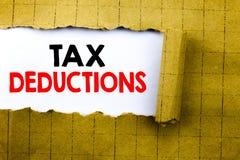Wort, Steuerabzüge schreibend Geschäftskonzept für Finanzden ankommenden Steuer-Geld-Abzug geschrieben auf Weißbuch auf dem gelbe Stockfoto