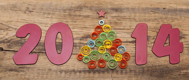 Wort 2014 und kräuselnder Papierweihnachtsbaum Lizenzfreies Stockbild