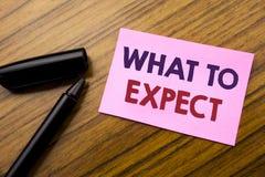 Wort, was schreibend zu erwarten Geschäftskonzept für Achieve Erwartung geschrieben auf rotes Papier der klebrigen Anmerkung, höl Lizenzfreie Stockfotografie