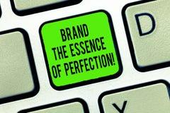 Wort, welches Text Marke das Wesentliche der Perfektion schreibt E stockfoto