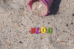 Wortblog auf dem Meersand Stockbild