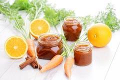 Wortel en oranje jam stock foto's