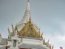 Wortel van het heiligdom van de de stadspijler van Bangkok met Bewolkte hemel in Bangkok royalty-vrije stock fotografie