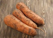 Wortel-wortels op een raad Stock Foto