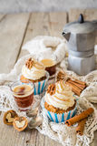 Wortelcake cupcakes met het boterroom berijpen Royalty-vrije Stock Foto's