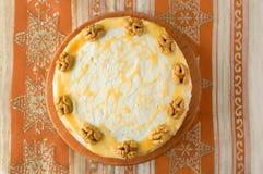 Wortelcake met karamel en noten Royalty-vrije Stock Foto's