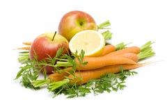 Wortelen, appelen, citroen stock afbeeldingen