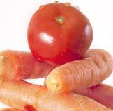 Wortelen en tomaat Royalty-vrije Stock Fotografie