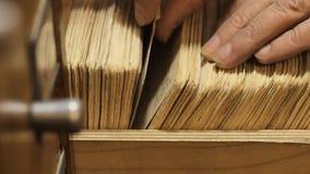 Wortelen op de houten lijst