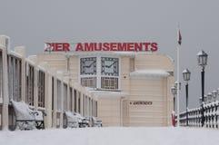 Worthing Pier im Schnee lizenzfreies stockfoto