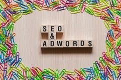 Wortkonzept Seo und Adwords lizenzfreie stockfotos