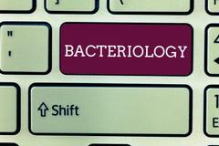 Wortschreibens-Text Bakteriologie Geschäftskonzept für die Niederlassung von Mikrobiologie beschäftigend Bakterien und ihren Gebr lizenzfreies stockfoto