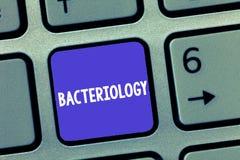 Wortschreibens-Text Bakteriologie Geschäftskonzept für die Niederlassung von Mikrobiologie beschäftigend Bakterien und ihren Gebr stockbild
