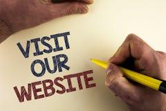 Wortschreibens-Text Besuch unsere Website Geschäftskonzept für Einladungs-Uhrwebseite Link zum homepage-Blog-Internet geschrieben Stockfoto