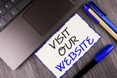 Wortschreibens-Text Besuch unsere Website Geschäftskonzept für Einladungs-Uhrwebseite Link zum homepage-Blog-Internet geschrieben Stockbilder