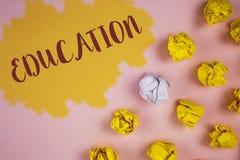 Wortschreibens-Text Bildung Geschäftskonzept für das Unterrichten von Studenten durch die Durchführung der spätesten Technologie  stockfotografie