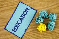 Wortschreibens-Text Bildung Geschäftskonzept für das Unterrichten von Studenten durch die Durchführung der spätesten Technologie  stockbilder