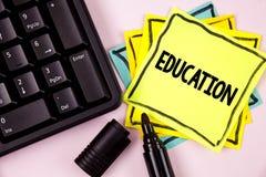 Wortschreibens-Text Bildung Geschäftskonzept für das Unterrichten von Studenten durch die Durchführung der spätesten Technologie  stockfotos