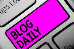 Wortschreibens-Text Blog täglich Geschäftskonzept für tägliche Aufgabe jedes möglichen Ereignisses über Internet oder Medien bear stockfoto