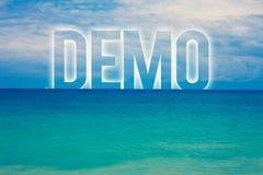 Wortschreibens-Text Demo Geschäftskonzept für Probe-Beta Version Free Test Sample-Vorschau von etwas blaues Strandwasser c des Pr lizenzfreies stockfoto