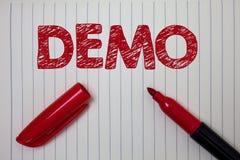 Wortschreibens-Text Demo Geschäftskonzept für Probe-Beta Version Free Test Sample-Vorschau von etwas Prototyp-Notizbuchpapier-BAC lizenzfreie stockbilder