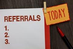 Wortschreibens-Text Empfehlungen Geschäftskonzept für Tat des Verweisens jemand oder etwas für Beratungsbericht Arbeits-Molkereim lizenzfreies stockfoto