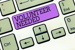 Wortschreibens-Text Freiwilliger benötigt Geschäftskonzept für das Suchen nach Helfer, um Aufgabe ohne Lohn oder Ausgleich zu tun lizenzfreie stockbilder