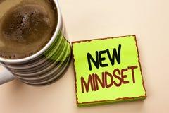 Wortschreibens-Text neue Denkrichtung Geschäftskonzept für Haltungs-das späteste Konzept-Visions-Verhalten-Plan-Denken geschriebe Lizenzfreies Stockbild