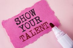 Wortschreibens-Text Show Ihr Talent Geschäftskonzept für Demonstrate die persönlichen Fähigkeitsfähigkeits-Wissensfähigkeiten ges lizenzfreies stockbild