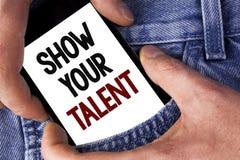 Wortschreibens-Text Show Ihr Talent Geschäftskonzept für Demonstrate die persönlichen Fähigkeitsfähigkeits-Wissensfähigkeiten ges lizenzfreie stockbilder