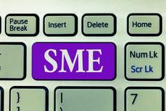 Wortschreibens-Text Sme Geschäftskonzept für Firma mit dem kleinen Mittelbetrieb von nicht mehr als 500 Angestellten lizenzfreie stockfotografie