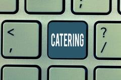 Wortschreibens-Text Verpflegung Geschäftskonzept für versehen das Darstellen mit Lebensmittelgetränk am gesellschaftlichen Ereign stockbild