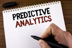 Wortschreibens-Text vorbestimmte Analytik Geschäftskonzept, damit Methode die Leistungs-statistische Analyse prognostiziert, die  lizenzfreie stockbilder