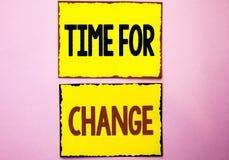 Wortschreibens-Text Zeit für Änderung Geschäftskonzept für ändernde Moment-Entwicklungs-neue Anfänge riskieren zu Grow geschriebe stockfotografie