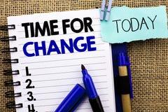 Wortschreibens-Text Zeit für Änderung Geschäftskonzept für ändernde Moment-Entwicklungs-neue Anfänge riskieren zu Grow geschriebe stockbild