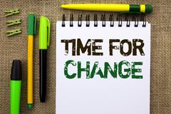 Wortschreibens-Text Zeit für Änderung Geschäftskonzept für ändernde Moment-Entwicklungs-neue Anfänge riskieren zu Grow geschriebe stockbilder