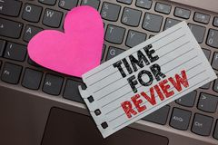 Wortschreibens-Text Zeit für Bericht Geschäftskonzept für Bewertungs-Feedback-Moment-Leistungs-Rate Assess Ashy-Computertastatur lizenzfreies stockbild