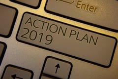 Wortschreibenstext Aktionsplan 2019 Geschäftskonzept für Herausforderungs-Ideen-Ziele, damit neues Jahr-Motivation braunen Schlüs Lizenzfreies Stockbild