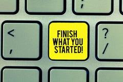 Wortschreibenstext beenden, was Sie begonnen Geschäftskonzept für tun nicht Halt bis, Ihre Ziele Ausdauer zu vollenden stockfoto