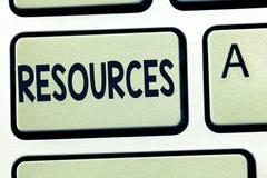 Wortschreibenstext Betriebsmittel Geschäftskonzept für Geld-Material-Personal und andere Anlagegüter mussten eine Firma leiten stockbild
