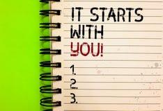 Wortschreibenstext, den er mit Ihnen beginnt Geschäftskonzept für Motivation für das Beginnen, etwas tuend, haben Disziplin schri stockfoto