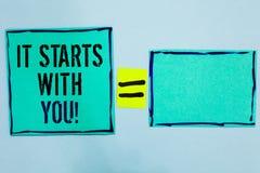 Wortschreibenstext, den er mit Ihnen beginnt Geschäftskonzept für Motivation für das Beginnen, etwas tuend, haben Disziplin Schwa lizenzfreie stockfotos