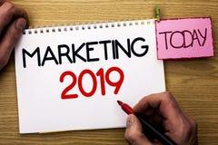 Wortschreibenstext, der 2019 vermarktet Geschäftskonzept für die neues Jahr-Markt-Strategie-Neustart-Werbe-Ideen an geschrieben v Stockfotografie