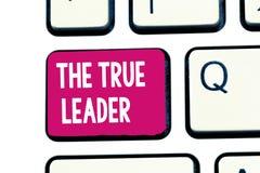 Wortschreibenstext der wahre Führer Geschäftskonzept für eins, das Gruppe von Personen Verantwortung sich bewegen und anregen stockfotografie