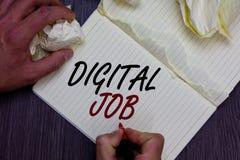 Wortschreibenstext Digital-Job Geschäftskonzept für werden die Aufgabe bezahlt, die durch das Internet und Personal-Computermann  lizenzfreie stockfotografie