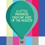 Wortschreibenstext ein wenig Fortschritt jeden Tag addiert oben die Ergebnisse Geschäftskonzept für Go Schritt für Schritt zu Ihr stockbild