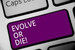 Wortschreibenstext entwickeln oder sterben Geschäftskonzept für Notwendigkeit der Änderung wachsen sich anpassen, um Lebenüberleb lizenzfreies stockfoto