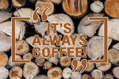Wortschreibenstext es S Kaffee immer Geschäftskonzept für trinkendes Koffein ist das Lebenswerkhaus, welches die schlechten hölze stockbilder