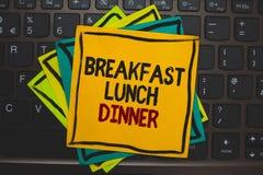 Wortschreibenstext Frühstücks-Mittagessen-Abendessen Geschäftskonzept für das Essen Ihrer Mahlzeiten am unterschiedlichen Zeitrau stockbilder